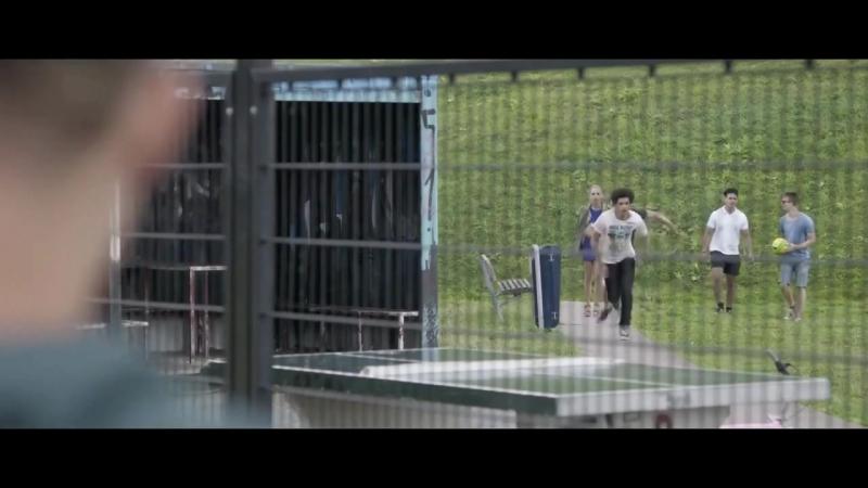 Особенный / В клетке (2013)