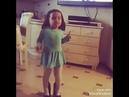 Маленькая девочка - классно танцует 😘