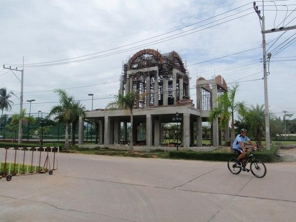 Первая служба в новой церкви в честь Покрова Пресвятой Богородицы в Русском поселке в Таиланде