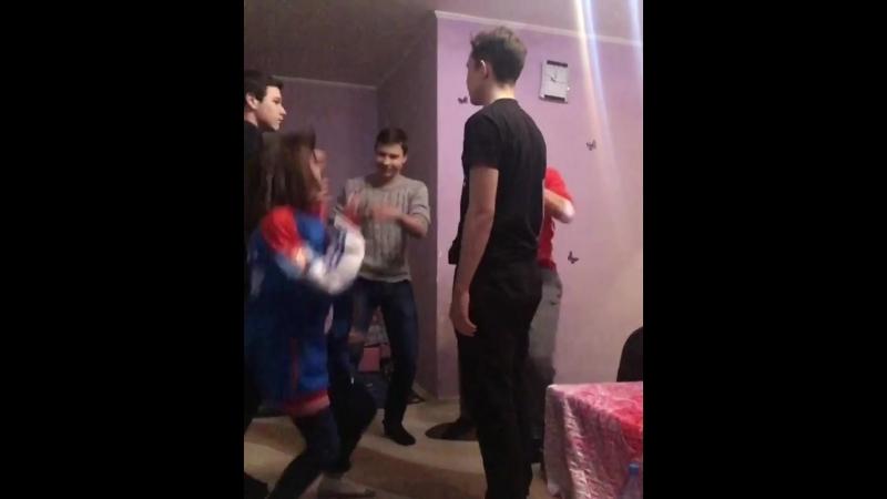 мои❤🍑🍌тут я танцую как даун