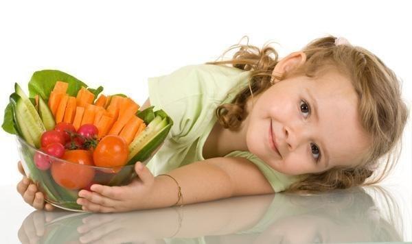 Укрепление иммунитета ребёнка народными средствами - Эхинацея. Залейте 1 ст. ложку сбора 250 мл. кипятка и оставьте на ночь настаиваться. Утром процедите и принимайте за 30 минут до еды. Курс приёма — 10 дней, после чего следует сделать перерыв. -Облепиховая смесь. 200 гр промытых ягод облепихи следует растереть с сахаром (2 ст. ложки). Полученный состав хранить в холодильнике, и давать ребенку по чайной ложке дважды в день. - Мёд и лук. Порежьте мелко лук (250 гр.) и варите его 2 часа на…