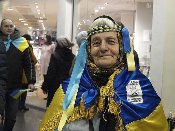 Бабця на євромайдані