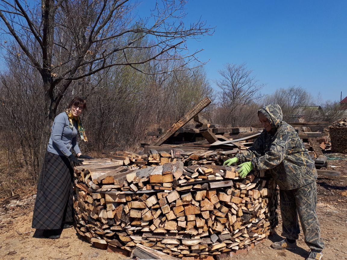 Процесс заготовки дров на зиму начался в женском монастыре имени святителя Иннокентия Московского Биробиджанской епархии.