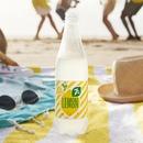 Для танцев на пляже нужно не так много. Пляж… Друзья… Музыка… И свежесть…