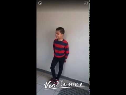 Enrique de Francia con tan solo 7 años cantando EL REGALO
