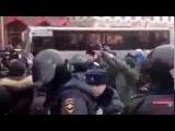 #Review_of_the_world : Жесткие задержания на митинге против ввода войск на Украине в центре Питера