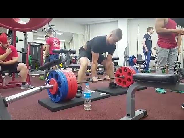 Light deadlift 260 kg x 5 (work on techniques)