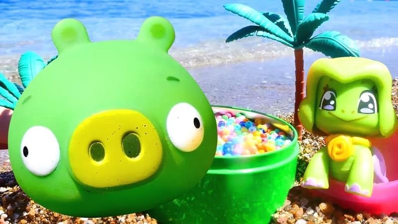 Juguetes en la playa. Vídeos para niños pequeños.