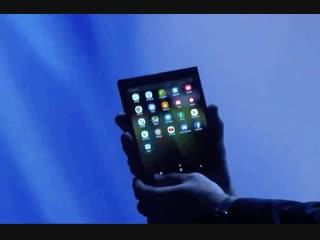Samsung показала свой первый складной смартфон с гибким экраном