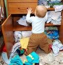 Чтобы отучить дочь лазить в шкафу и перетряхивать вещи, сказала, что там злой дядька сидит…