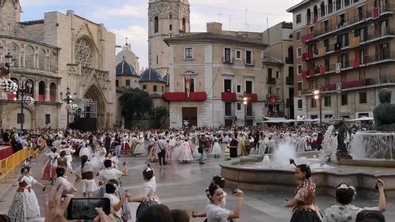 Valencia Danza infantil en la Plaza de la Virgen de los Desamparados
