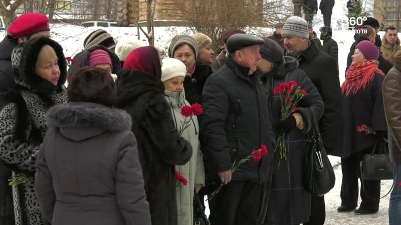 У памятника «Сынам Карелии, погибшим в Чечне» прошел митинг