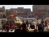 Иракцы забрасывают камнями силы безопасности режима Нури аль-Малики