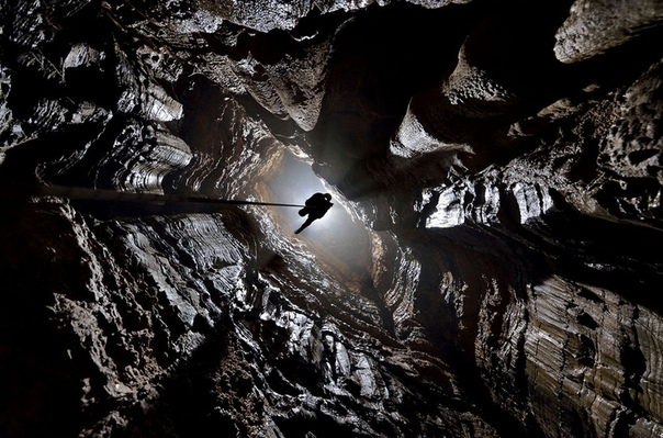 Таинственный мир пещер Человек всегда стремился познать неизведанное: выйти за пределы атмосферы, понять устройство Вселенной и как можно лучше изучить мир, в котором живет. Так и Робби Шон,