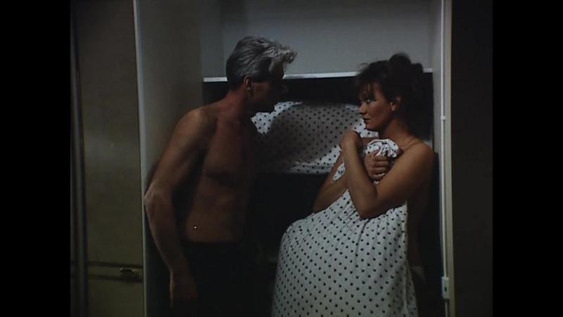 ВАЛЬС НА БАНАНОВОЙ КОЖУРЕ / ВАЛЬС НА ЗЫБКОЙ ПОЧВЕ (1986) - трагикомедия. Петер Бачо, Тамаш Тольмар 720p