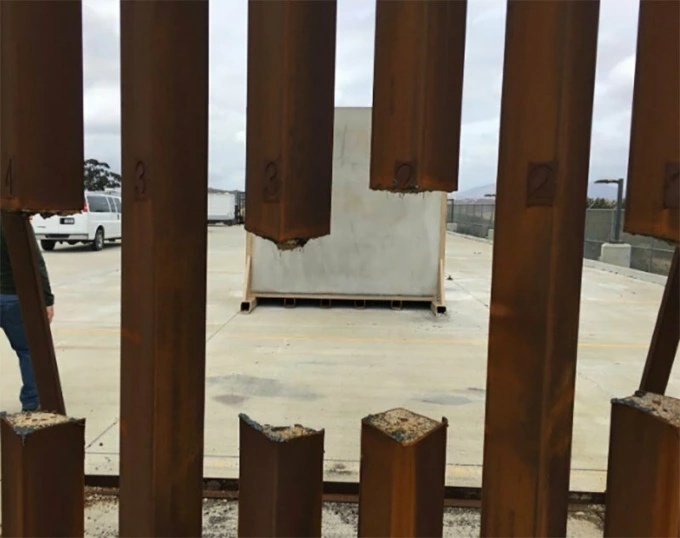 Испытания стальной стены Трампа: военные распилили её строит