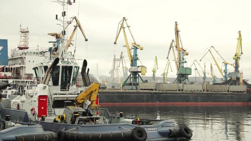 Осень в Мурманском морском торговом порту