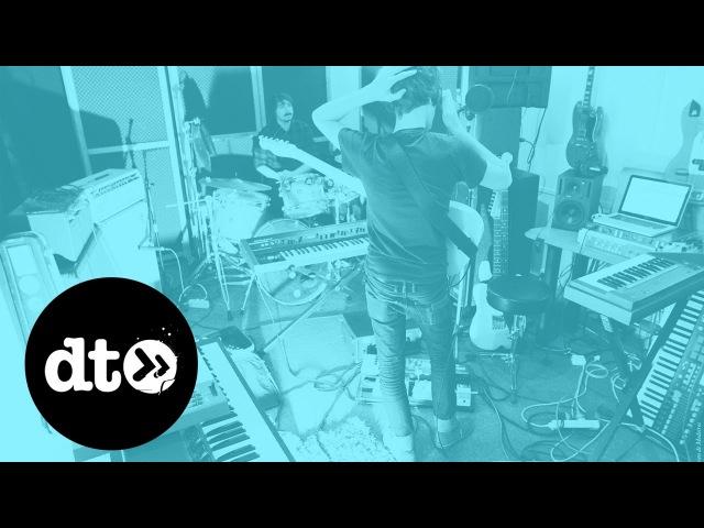 Housse De Racket - L'incendie (Video Premiere)