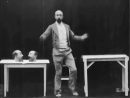 У человека несколько голов фр Un homme de têtes 1898