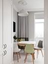 Кухня в скандинавском стиле в четырехкомнатной квартире в Москве