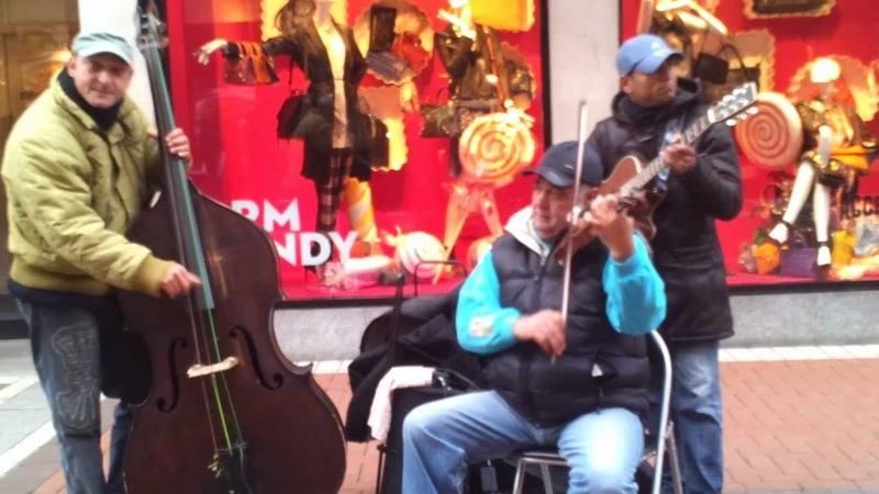 Romdraculas performing lovely street music in Dublin, just listen )