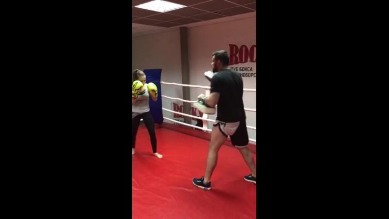 Микина Елена готовиться провести дебют по правилам тайского бокса