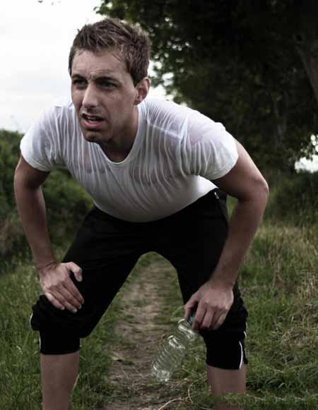 Одышка и боль в груди - два возможных признака одышки.