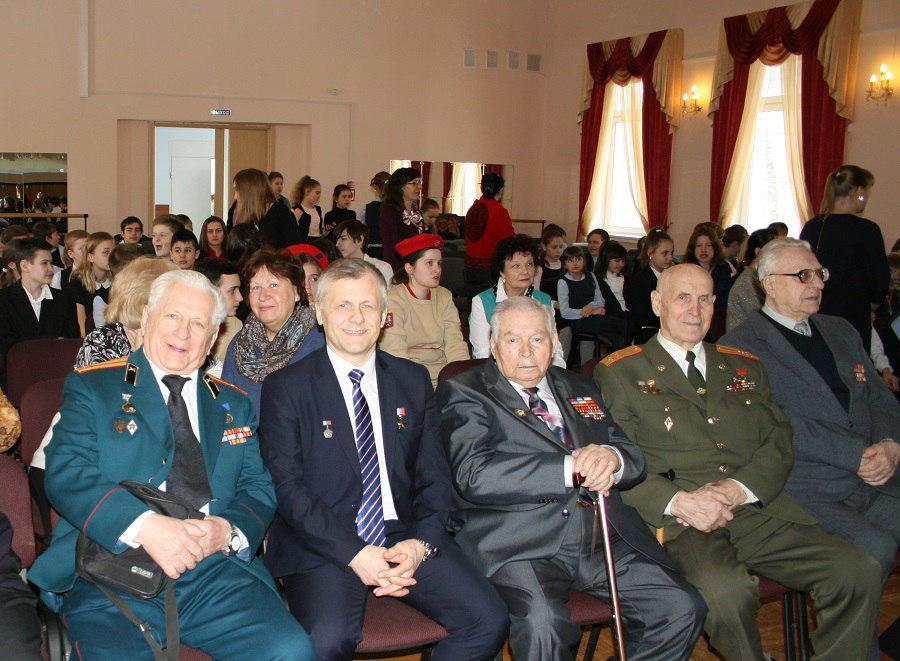 Школьники Ховрина встретились с летчиком-космонавтом Андреем Борисенко