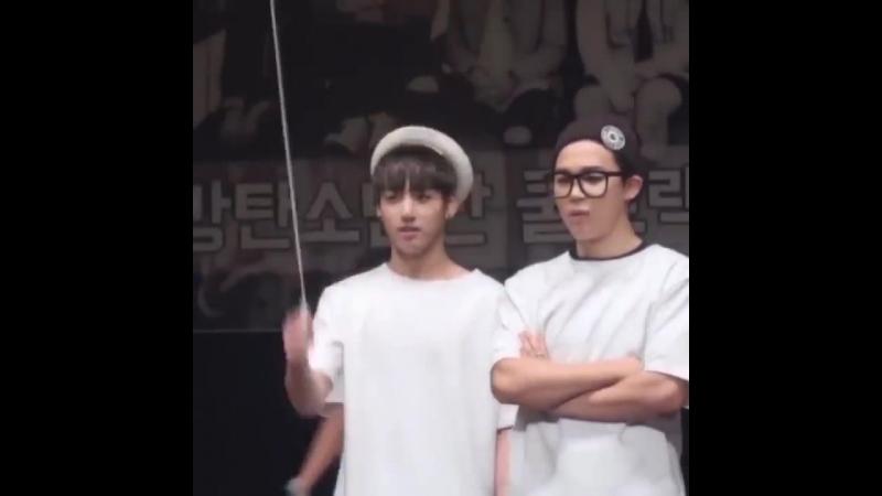 Cuties Jimin and Jungkook - Feat Hoseok - - TeenChoice ChoiceFandom BTSARMY @BTS_twt.mp4