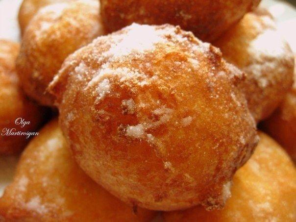 """Пончики """"Московские"""" из творога 300 гр.творога смешать в"""