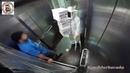 Asansörde Arı kovanı İshal Adam ve Asansör Uçması Şakaları