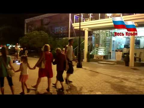 Весь Крым, Алушта. Набережная от ротонды, народу тьма!