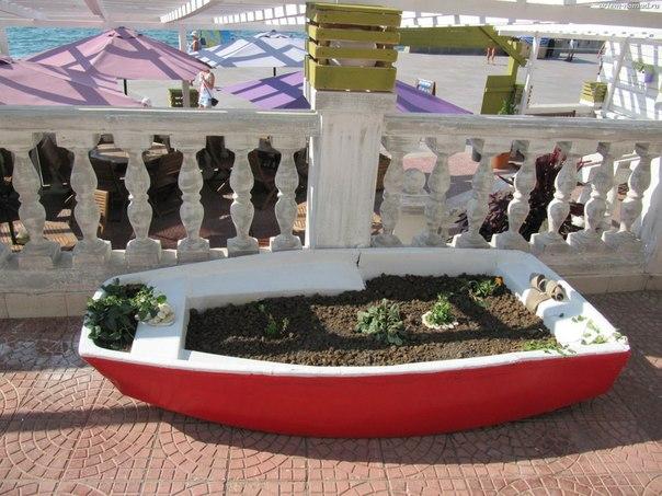 Клумба-лодка