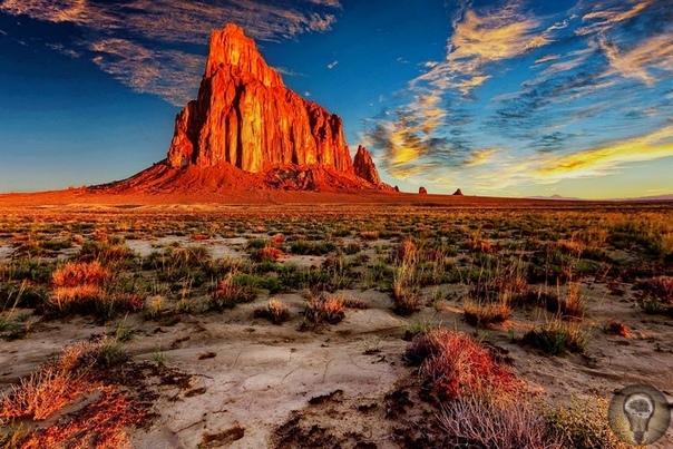 Тайны скалы Шипрок. Расположенный на северо-западе штата Нью-Мексико, загадочный Шипрок представляет собой результат извержения вулкана, случившегося около 3040 миллионов лет назад. Основная