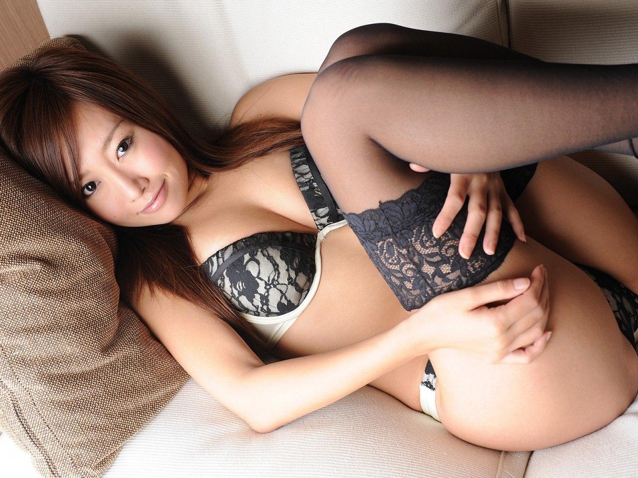 Японские фото в трусиках черных 6 фотография