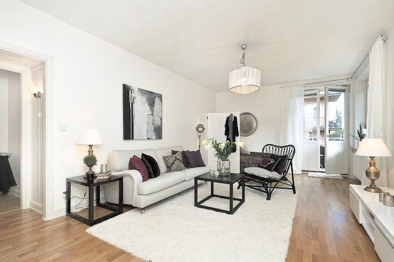Зонирование пространства квартиры-студии или гостиной-спальни с помощью ширмы.