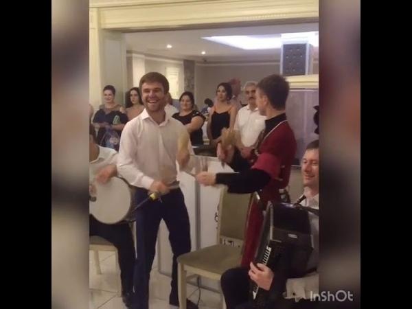Батыр Гучетль и Мурат Калакуток на свадьбе