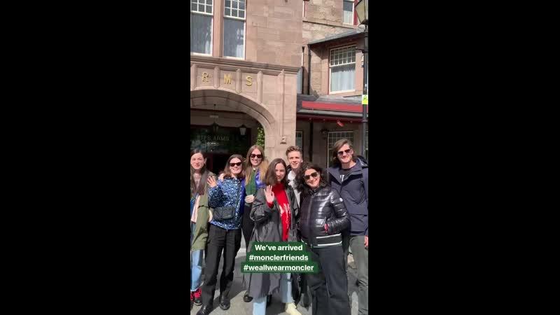 Дэниел с друзьями и туристами на экскурсии по Шотландии вместе с брендом Moncler   22.05.19 (IG story Moncler)
