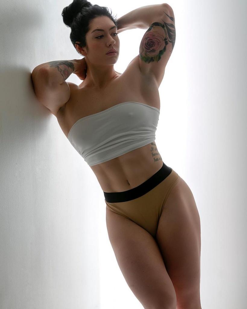 Наташа Огай – известная канадская фитнес-модель...