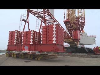 Liebherr - LR 11350 crawler crane with PowerBoom
