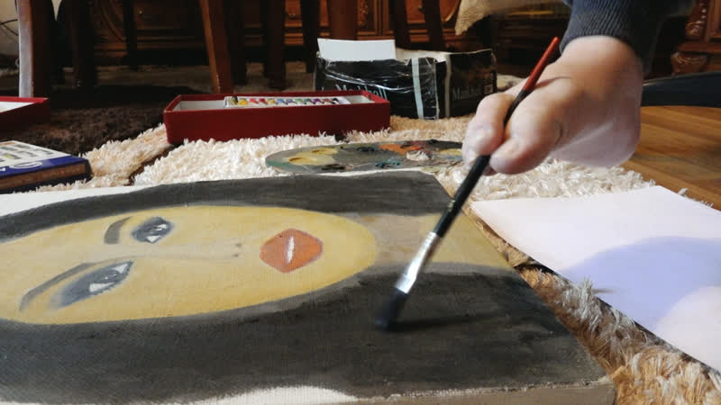 Азербайджанская художница с физическим ограничением пишет прекрасные картины ногами