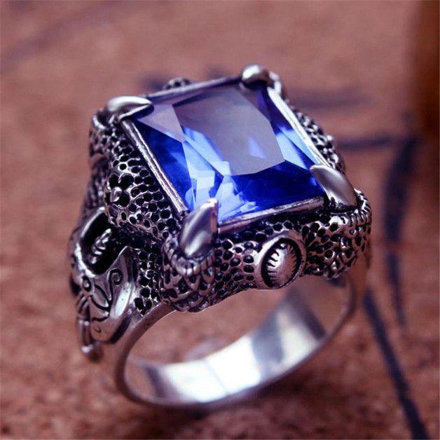 Смог бы носить перстень скамнем?