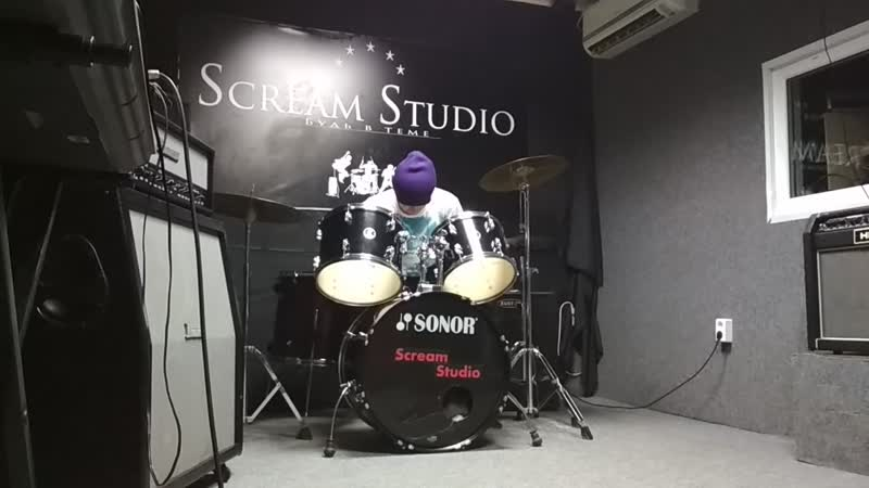 учусь играть на барабанах