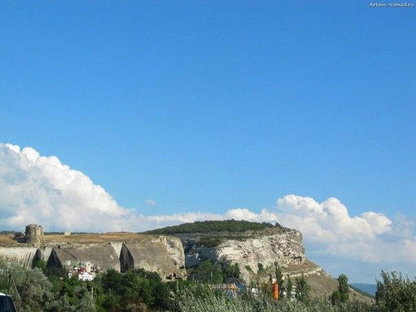 Пещерный город и монастырь. Из дали