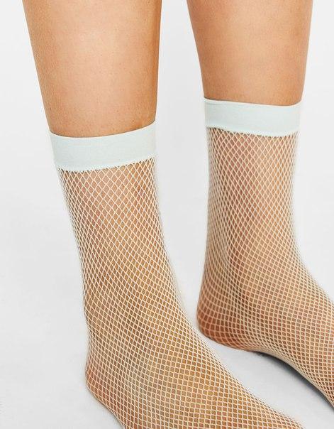 Разноцветные носки в сеточку