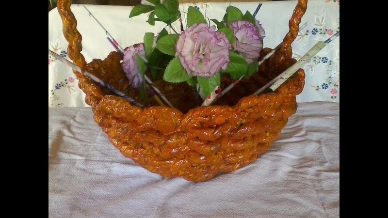 Vaso trançado de tecido e cimento em formato de cesta