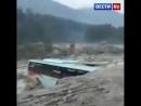 смыло автобус в Гималаях