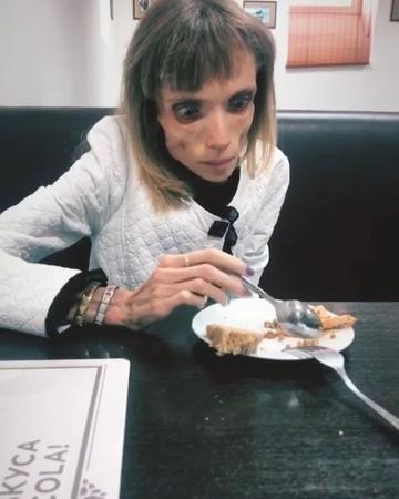☆゚KO᙭ᕼO ᗰᗩᖇIᗩ ☆゚ on Instagram Впервые За несколько месяцев Кристина поела До этого она пила только воду и соки и то нечасто Мы дошли д