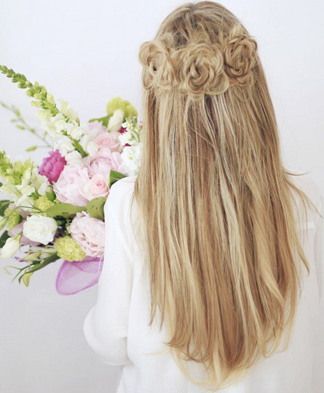 Лёгкая причёска с розочками (6 фото) - картинка