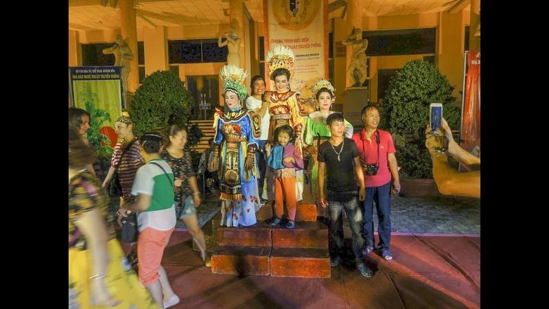 Концерт в Нячанге, вьетнамские танцы